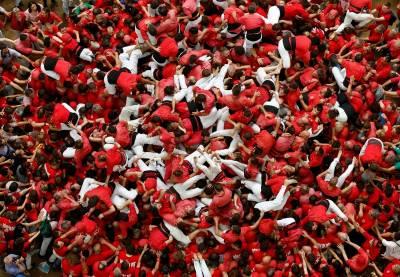 西班牙民間傳統運動「疊羅漢」盛大舉辦!人塔的壯觀景象,吸引無數人參訪!