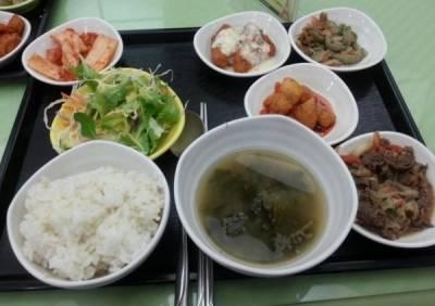 韓國人的員工餐與年薪對照 好像台灣的比較好吃