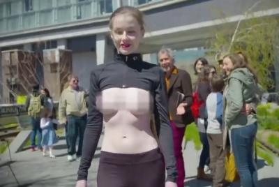 超正紐約名模上空逛大街支持解放乳頭運動讓遊客大飽眼福 網友: 鼻血流不停啊~~