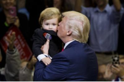 小孩子不會說謊,尤其是嬰兒!10張「美國總統抱小孩」的照片,馬上分出「新舊任總統」誰最厲害!