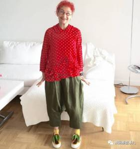 越怪越愛!老奶奶玩出「最強混搭」70歲卻活像17歲,誰說老年人不能叛逆瘋狂呢?