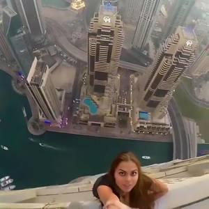 23歲女模掉到73層樓高空外,她的表情卻輕鬆到好詭異!沒想到下一秒...我根本不敢看了!
