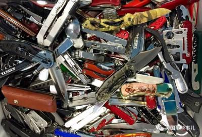 抱歉,飛機上不能修煉!那些年美國機場沒收的違禁品,原來梳子裡可以藏刀.....真是開了眼界!