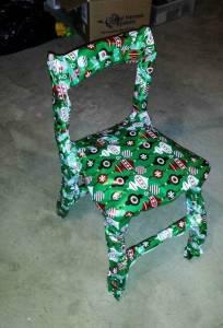 男友送她一個超醜的椅子當聖誕禮物,讓她氣到想分手!沒想到她「一拆開後」就驚訝到想反悔了!