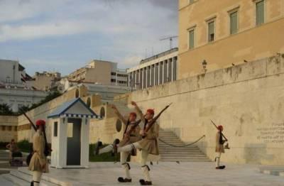 希臘這座「只有男人的聖山半島」女人止步!900多年來「連雌性動物」都不准踏入,偷跑進去還會被處理掉....