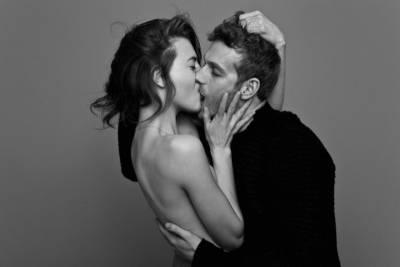 這個攝影師拍攝了5張「情侶的接吻照」,沒想到這些人裡有4對都是朋友,只有1對是真情侶!你猜的出來嗎?