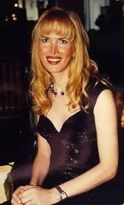 她的一生已經經歷了三次變性,從男人變成女人,再變成男人,再變成女人....