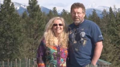 這對美國老夫婦,花了10年時間,造了全世界第一條會發光的路!