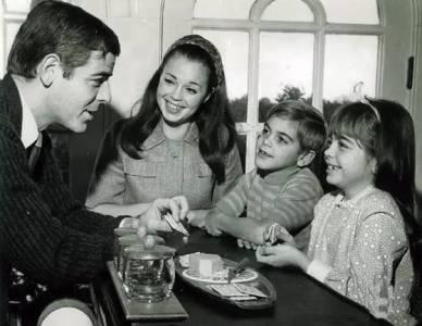 這些你沒見過的名人照片,總統奧巴馬小時候很萌,副總統拜登年輕很帥...