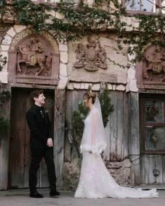 這對年輕夫妻搞了個哈利波特主題婚禮...可以說是非常驚艷了!