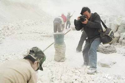 她因為吸毒已經很憔悴,卻還要接客...這就是紀實攝影師鏡頭裡的世界!