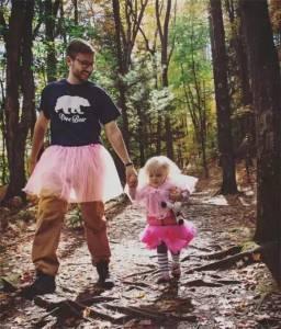 他穿了14年粉色蓬蓬裙,卻贏過了全世界的男人