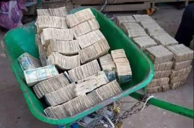 這個「國家」家家戶戶窮得只剩下錢,在當地最熱門的電子產品竟是「點鈔機」,大家都以「賣錢維生」!