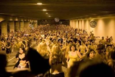 哈佛學霸集體裸奔已經都不算新鮮事了?細數名校那些讓人的震驚傳統