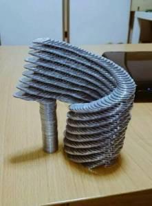 日本神人「花4年時間變成超紅疊硬幣狂魔」瞠目結舌!完成超難「硬幣螺旋塔」只需要2個小時...