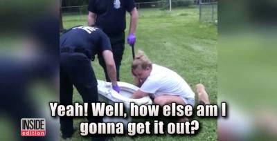 原本只想試試,結果她卡在馬桶還被警察帶走...最後這位女醫生竟然還紅了...