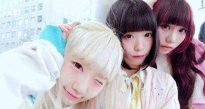 這個日本地下偶像女團為吸人氣竟然「穿這種服裝」舉辦擁抱會。男粉絲看到後都「立刻爆炸」?!