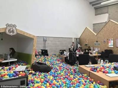 超狂老闆「被評為全球最佳老闆把員工寵上天」為他工作超幸福!他還把「辦公室變成球池」比員工還愛玩...