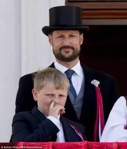 耍得了逗逼,玩得了深情,這爺父子三人,簡直是歐洲皇室里的一股清泉