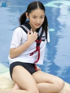 這個日本「超兇小學生」11歲就拍泳裝寫真,沒想到10年後她竟以「這種照片」回歸大家的D槽!