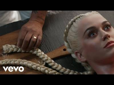 新歌MV超獵奇!凱蒂佩芮先是任人宰割,再將這些人大卸八塊製成美味的「人肉派」...24小時內狂飆千萬點擊次數!