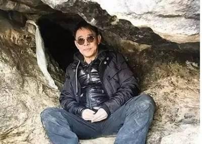 李連杰捐1億為妻子祈福,如今在深山修行,每天打坐8小時