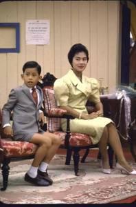 泰國新國王「穿露肚裝+假紋身還流出不雅照片」傷風害俗!照片瘋傳「國王還惱羞」要起訴臉書!