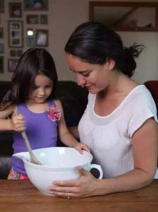 美國媽媽「讓5歲女兒在4年內吃遍了全世界」環吃世界!沒錢去環遊世界的你,或許可以學學!