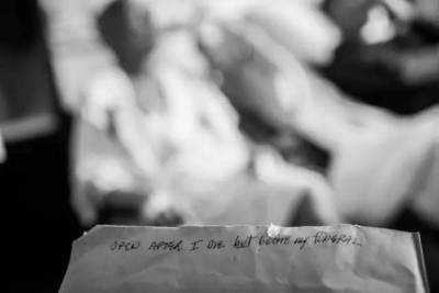 她照片記錄了癌症父母的最後日子,人世間最痛,莫過於經歷至親的消逝...
