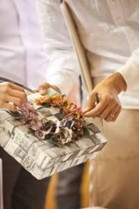 把舊報紙做成時尚購物袋,日本這個窮鄉僻壤的小山村居然火遍了全球!