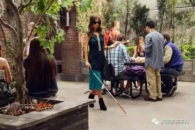 西班牙一個女人裝瞎裝了28年,然而得知事情的真相後,家裡人驚的想吐血