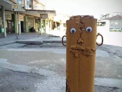 大叔在街頭貼了雙眼睛,結果整個城市都活了