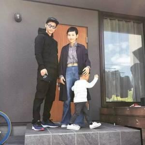 這個日本三口之家堪比時尚大片的日常,引起數萬粉絲網上圍觀。