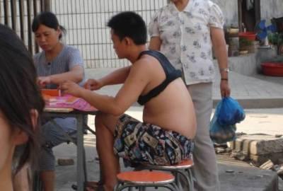 你一定也見過它!外國人眼中的夏日神技,亞洲人街頭比基尼