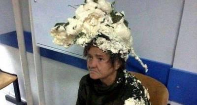 這位老太太因為誤用「XX」來抓頭髮而緊急到醫院求助,女士很生氣,護士卻傻眼!因為...