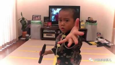 拳拳帶風,招招有力。他4歲迷上李小龍開始習武,沒想到他下半身超驚人...