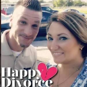 這些剛離完婚的夫妻,沒有撕破臉劇情,一邊自拍一邊笑了起來...