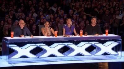 《美國達人》這編舞效果太炫酷,評委都震驚了