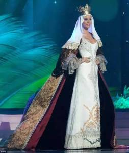 環球小姐被要求穿一套自己國家特色的衣服!