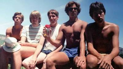 35年時間,這5個好基友用同一張照片,向全世界宣告了他們的友誼....