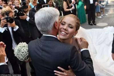 施華洛世奇家的千金結婚,意料之中的閃....能把豪華浪漫婚禮結合成這樣,也沒誰了...