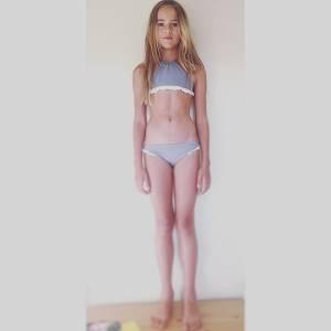 世界第一名的美少女終於出爐!不敢相信她只有9歲,更傻眼的是「下面的長相」讓男人超容易犯罪