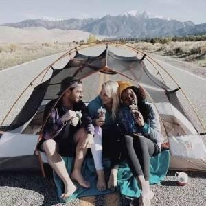 露營擺拍,滑板擺拍,食物擺拍...朋友圈套路太多,這個妹子終於忍不住咆哮發大招了...