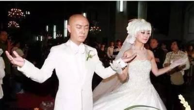 他跑龍套8年才紅,年過50無兒無女,妻子二度流產依然不離不棄!