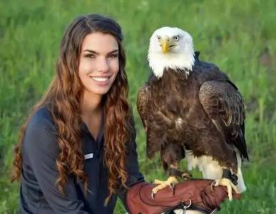 長相神似美美,卻因為鳥而走紅網絡,這個人美心善的姑娘才是真女神