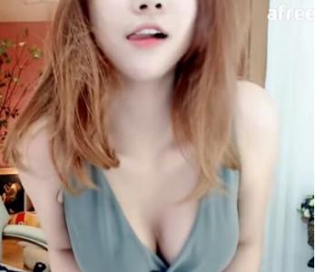 南韓女主播瘋狂在鏡頭前進行「人體保鮮膜的Hito熱舞」,結果1:39分的畫面...啊啊啊!