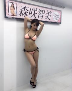 這名有「日本第一奶」稱號的「G乳女帝」,上節目穿挖空背心,主持人「壓下去的瞬間」讓男人都爆衝啦!