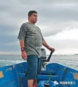 「是的,我就靠這艘小船在海上漂了14個月,至於我的同伴......」