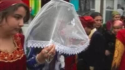 婚前三度驗明「處女身」,丈夫仍不肯相信要另娶她人...絕望的她最終走向了末路...