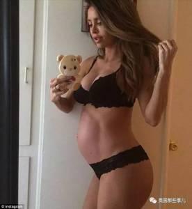 網紅曬自己懷孕6個月的照片,網友卻炸了:肚子呢?我沒懷孕肚子也比她大啊